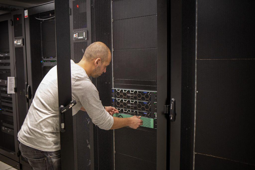Im Rechenzentrum arbeiten hochqualifizierte Kollegen der IT2media und sorgen für beste Performance.