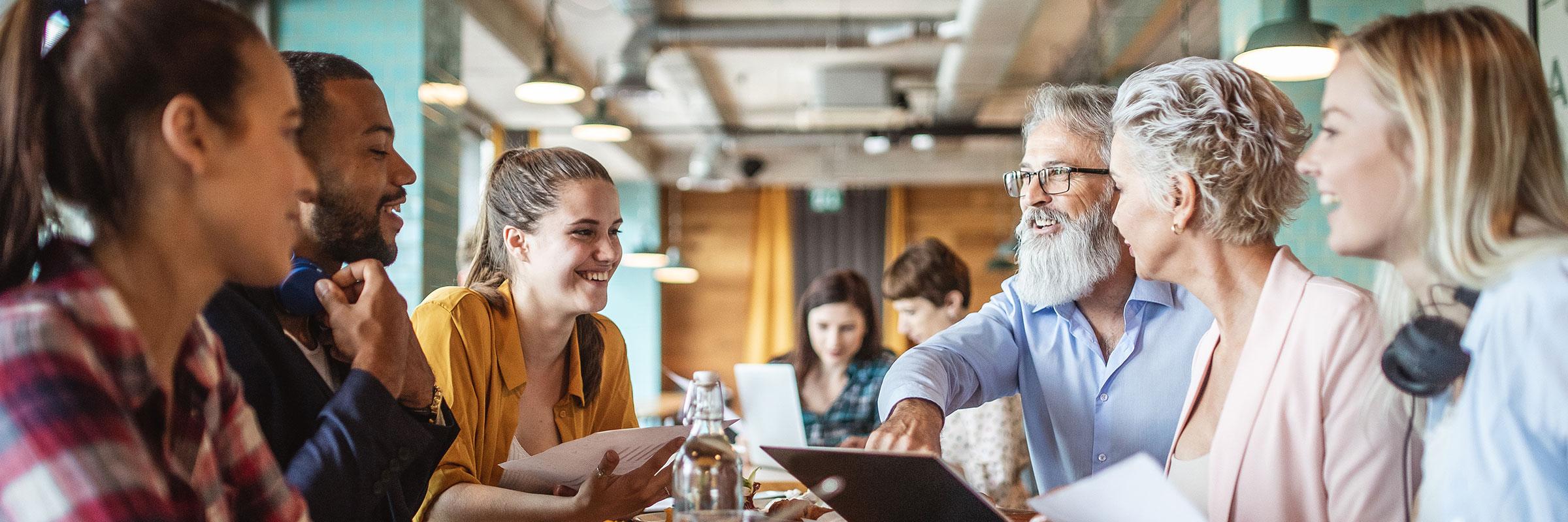 Wir bilden bereits seit unserer Gründung junge Menschen als Fachinformatiker aus und integrieren sie nach erfolgreicher Ausbildung in unsere Teams. Durch die Rekrutierung von eigenem Nachwuchs, sowie der konsequenten Besetzung von neuen Stellen, sind wir in den letzten Jahren auf rund 250 Mitarbeiter angewachsen. Für unsere Unternehmenswerte und die damit verbundene Philosophie sind wir Anfang 2020 von Focus Business als Top-Arbeitgeber Mittelstand ausgezeichnet worden.