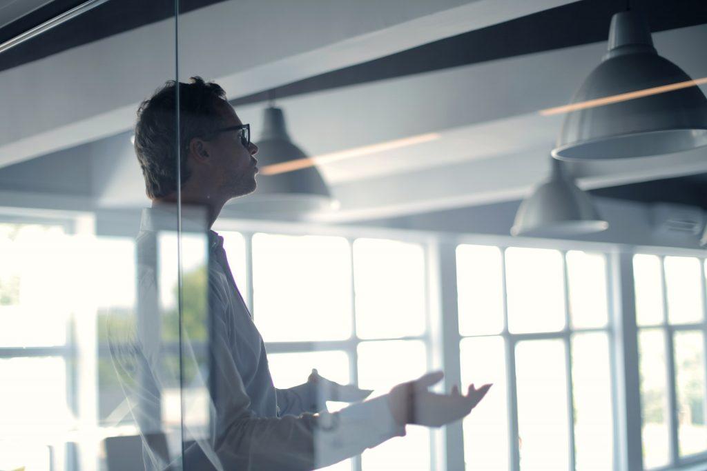 Kundenbeziehungen finden heute auf immer mehr Kanälen statt, die verschiedenen Interaktionen sind vielschichtiger geworden. Marketing, Sales und Service müssen eine Vielzahl unterschiedlicher Kundeninformationen/Kundeninteraktionen zusammenfügen.
