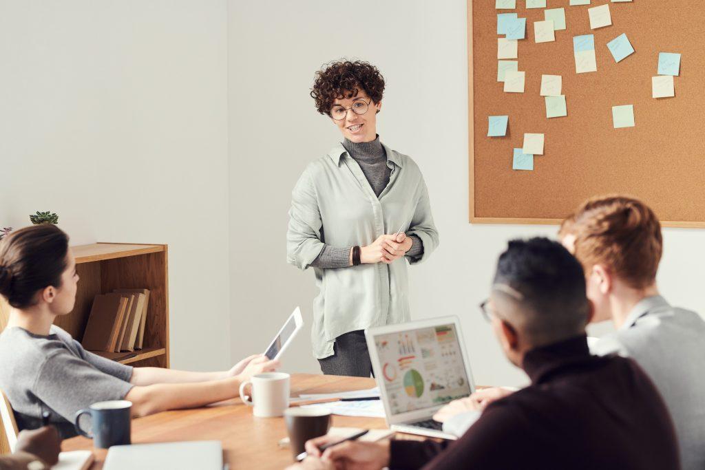 Durch die Digitalisierung und die damit verbundene digitale Vernetzung hat sich die Wertschöpfung von Firmen und Organisationen grundlegend verändert. Die Digitalisierung hat also Einfluss auf die Zukunft Ihres Unternehmens.